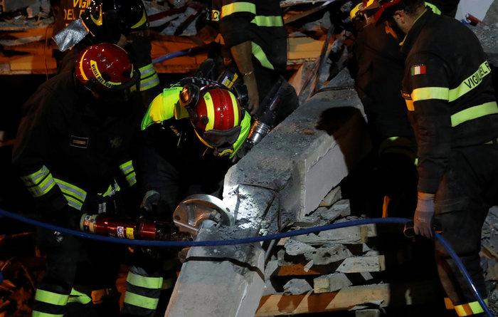Aνείπωτη τραγωδία: 36 νεκροί και 47 αγνοούμενοι από τα 6,4 R στην Αλβανία