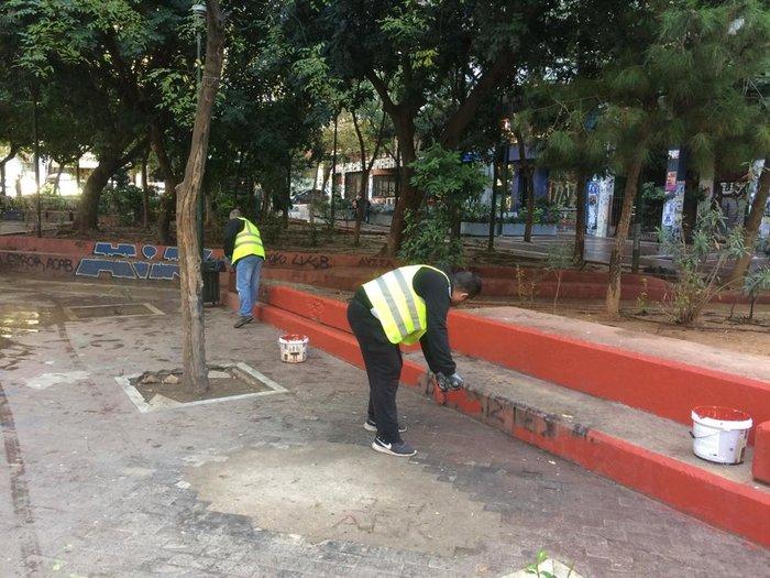 Επιτέλους: Καθάρισαν και στόλισαν την πλατεία Εξαρχείων - εικόνα 5
