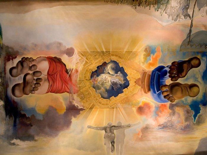 Οροφή του παλατιού του ανέμου, 1972, Μουσείο Θεάτρου Νταλί, Φιγκέρες, Καταλονία. Το ταβάνι ζωγραφίστηκε σε πέντε τεράστιους καμβάδες στο στούντιο του Salvador Dalí στο Port Lligat. Το όνομα της ζωγραφικής προέρχεται από το ποίημα L'Empordà από τον Καταλανικό ποιητή Joan Maragall, ένα έργο το οποίο διερευνά τις μυθολογικές καταβολές της περιοχής που προέρχονται από την αγάπη μεταξύ ενός ποιμένα και μιας σειρήνας.