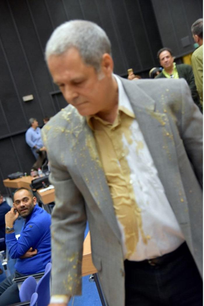 Η φωτογραφία του Τζήμερου γεμάτος με καφέ- Τον έριξε ο Πρωτούλης