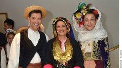 Διάσημοι Αθηναίοι ντύνονται Καραγκούνηδες και Σαρακατσάνες