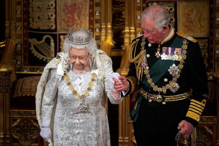 Πρίγκιπας Κάρολος: Γιατί δεν θα γίνει βασιλιάς όταν παραιτηθεί η Ελισάβετ