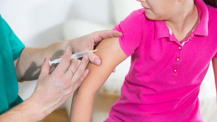 Όλα όσα πρέπει να γνωρίζουν οι γονείς για τα εμβόλια των παιδιών τους