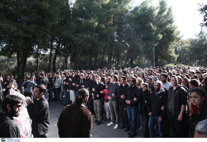 Απίστευτο! Εκλεισε η Ποσειδώνος από πορεία φοιτητών - εικόνα 2