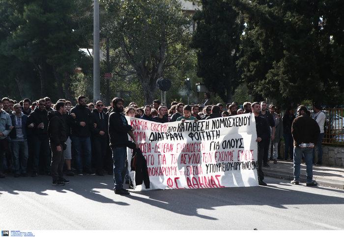 Απίστευτο! Εκλεισε η Ποσειδώνος από πορεία φοιτητών - εικόνα 3