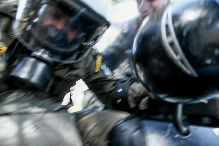 Άγρια σύγκρουση φοιτητών - ΜΑΤ στο Καβούρι: Χημικά και τραυματίες - εικόνα 4