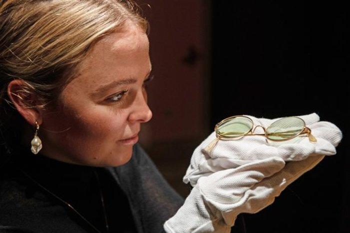 Βρετανία: Σε δημοπρασία τα στρογγυλά γυαλιά ηλίου του Τζον Λένον - εικόνα 2