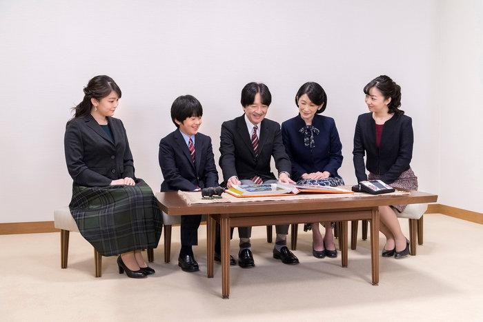 Η εντελώς «κόντρα» βασιλική οικογένεια της Ιαπωνίας: Εκτός χλιδής & μόδας - εικόνα 2