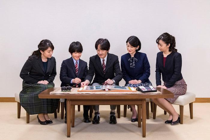 Η εντελώς «κόντρα» βασιλική οικογένεια της Ιαπωνίας: Εκτός χλιδής & μόδας - εικόνα 3