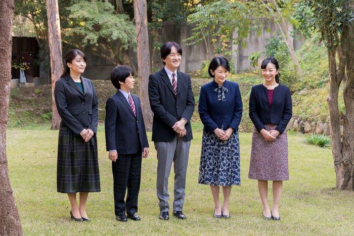 Η εντελώς «κόντρα» βασιλική οικογένεια της Ιαπωνίας: Εκτός χλιδής & μόδας - εικόνα 4