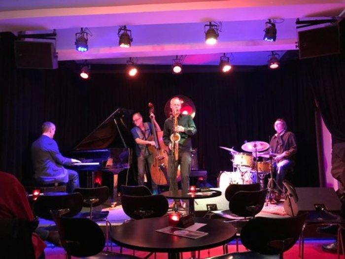 Βραβεύτηκε ο Έλληνας με το καλύτερο τζαζ μπαρ του Βερολίνου - εικόνα 2