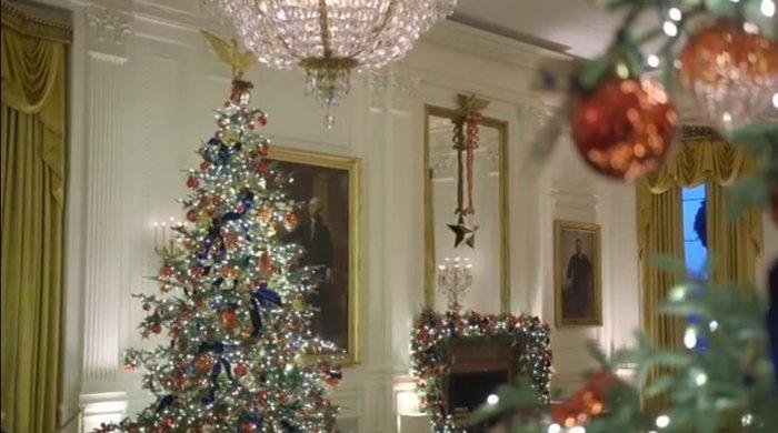 Η Μελάνια περιπλανιέται με 12ποντα στον υπέροχα στολισμένο Λευκό Οίκο - εικόνα 6