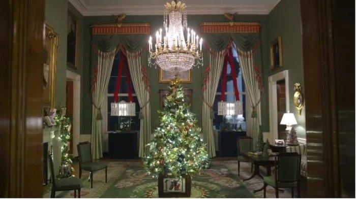 Η Μελάνια περιπλανιέται με 12ποντα στον υπέροχα στολισμένο Λευκό Οίκο - εικόνα 8