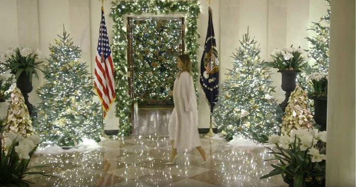 Η Μελάνια περιπλανιέται με 12ποντα στον υπέροχα στολισμένο Λευκό Οίκο - εικόνα 4