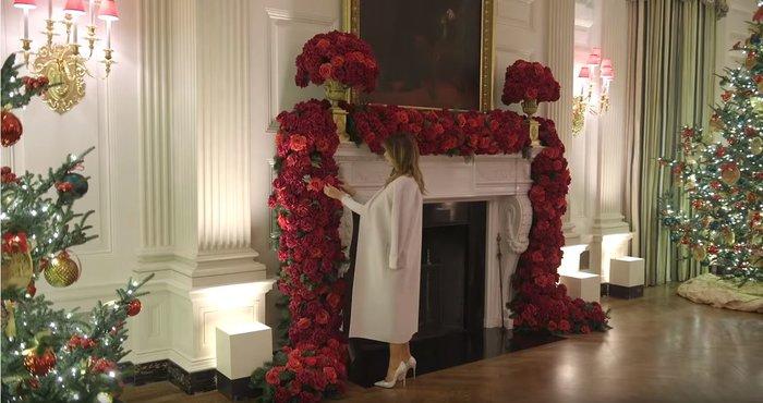 Η Μελάνια περιπλανιέται με 12ποντα στον υπέροχα στολισμένο Λευκό Οίκο - εικόνα 5