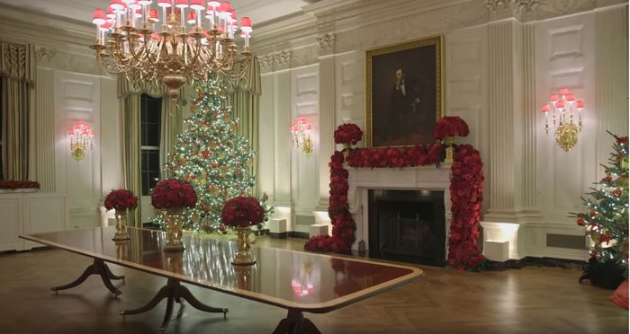 Η Μελάνια περιπλανιέται με 12ποντα στον υπέροχα στολισμένο Λευκό Οίκο - εικόνα 9