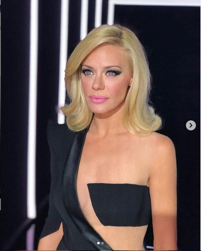 Ζέτα Μακρυπούλια: Το ημίγυμνο φόρεμα με το κρυμμένο εφέ στο στήθος