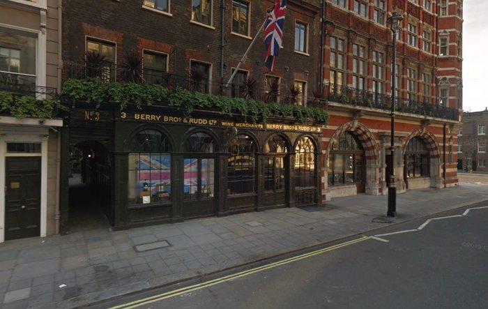 Η εταιρία εμπορίας οίνου της Βασίλισσας Berry Bros. & Rudd στο Λονδίνο