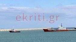 Ηράκλειο: Απομακρύνθηκε πλοίο μετά από 3 χρόνια εγκατάλειψης