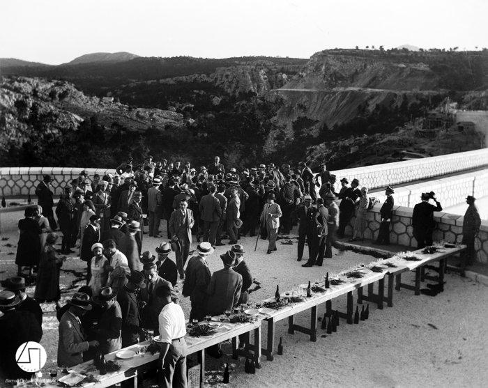 Τα εγκαίνια του Φράγματος του Μαραθώνα. Στο κέντρο απεικονίζεται ο πρωθυπουργός Ελευθέριος Βενιζέλος, 1929Πηγή: Ιστορικό Αρχείο ΕΥΔΑΠ