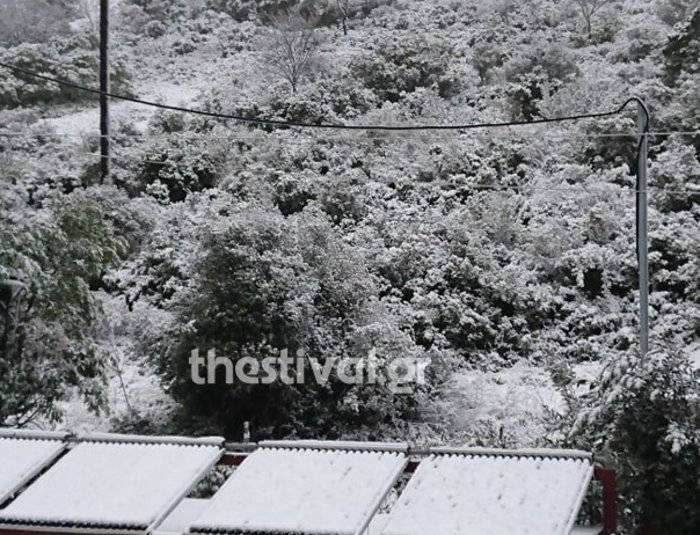 Στα «λευκά»... ξύπνησε και η Θεσσαλονίκη [εικόνες & βίντεο]
