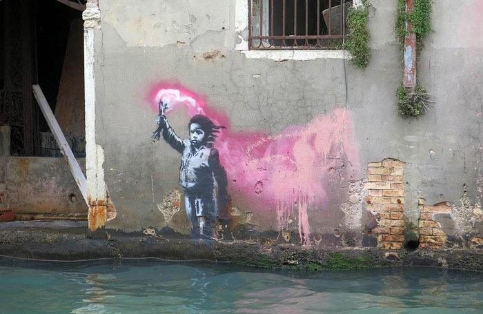 Το γκράφιτι του Μπάνκσι στη Βενετία βούλιαξε στο κανάλι