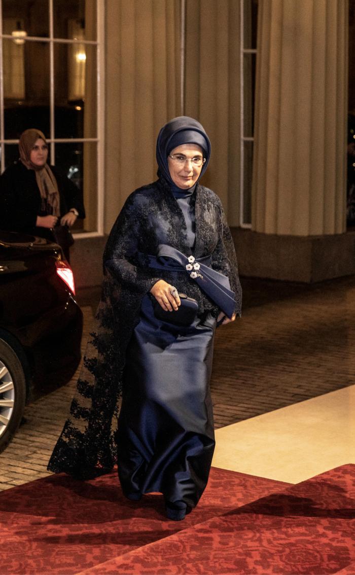 Η Εμινέ Ερντογάν είναι το ίνδαλμα της μουσουλμανικής μόδας - εικόνα 2
