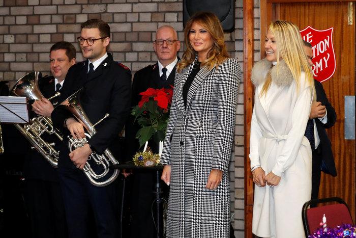 Mελάνια Τραμπ: Με υπέροχο pied de poule παλτό στο Λονδίνο - εικόνα 4