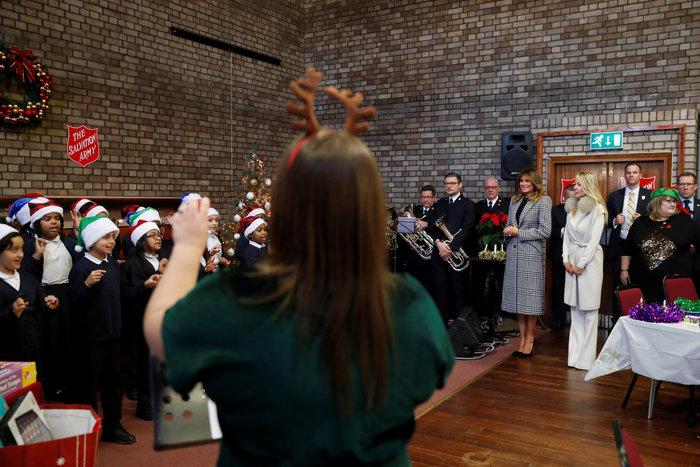 Mελάνια Τραμπ: Με υπέροχο pied de poule παλτό στο Λονδίνο - εικόνα 6