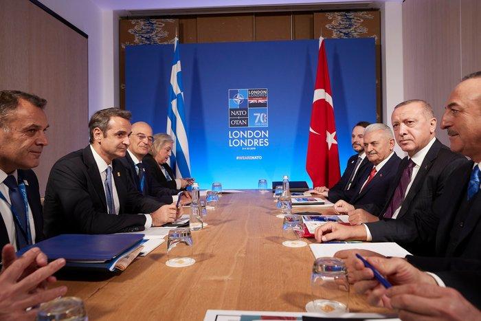 Το βλοσυρό ύφος Ερντογάν στις πρώτες φωτο από τη συνάντηση με Μητσοτάκη - εικόνα 2
