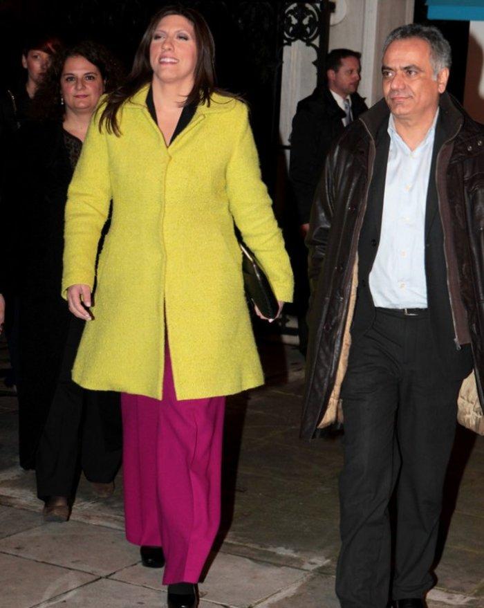 Η Μελάνια έπαθε Ζωή Κωνσταντοπούλου με το καναρινί παλτό - εικόνα 2