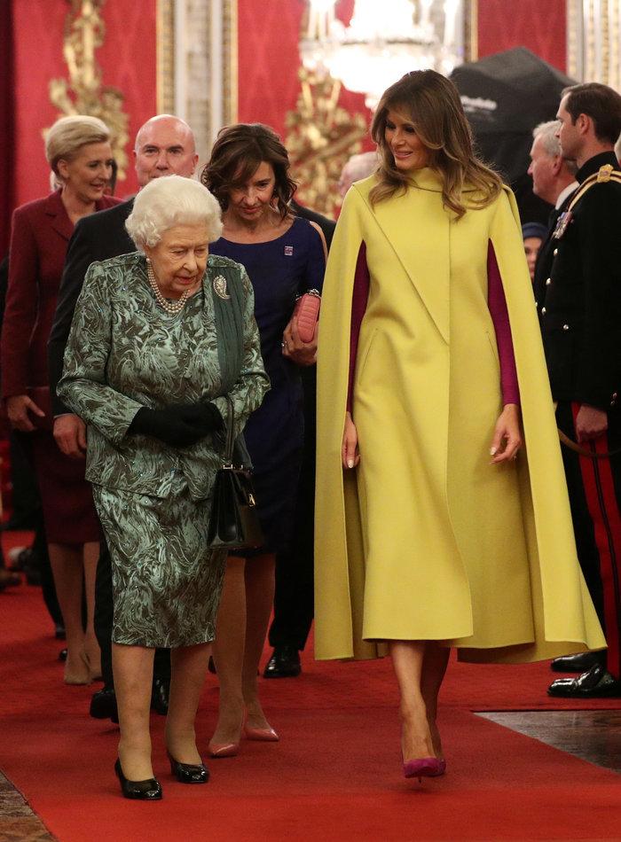 Η Μελάνια έπαθε Ζωή Κωνσταντοπούλου με το καναρινί παλτό