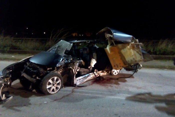 Εικόνες-σοκ από τροχαίο στην Ξάνθη: Σκοτώθηκαν 2 νεαρά αδέρφια - εικόνα 2