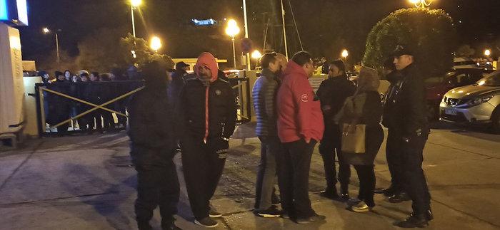 Λέρος: Κάτοικοι και δήμαρχος εμπόδισαν την αποβίβαση προσφύγων