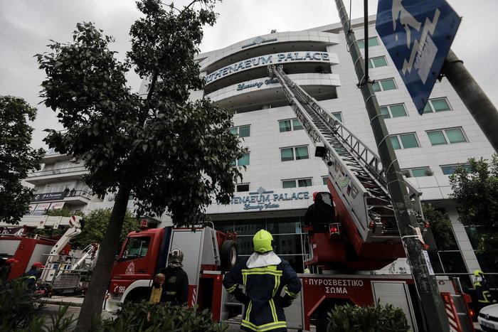 Φωτιά σε ξενοδοχείο στην Συγγρού - Η στιγμή του απεγκλωβισμού [βίντεο] - εικόνα 3
