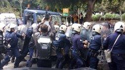 Ηράκλειο: Επεισόδια με αγρότες και δακρυγόνα στο Επιμελητήριο [εικόνες]