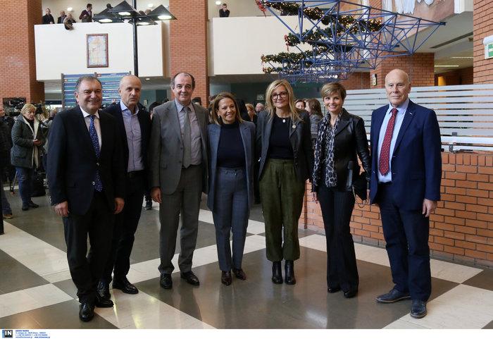 Μαρέβα Μητσοτάκη: Επίσκεψη με δώρα και χαμόγελα στο νοσοκομείο Παπαγεωργίου