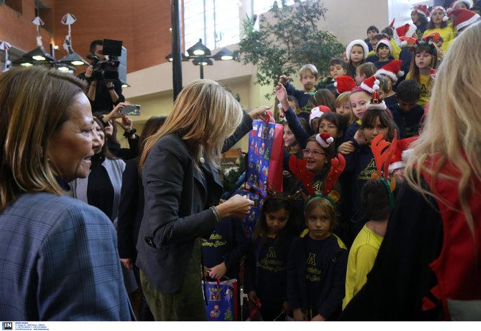 Μαρέβα Μητσοτάκη: Επίσκεψη με δώρα και χαμόγελα στο νοσοκομείο Παπαγεωργίου - εικόνα 4