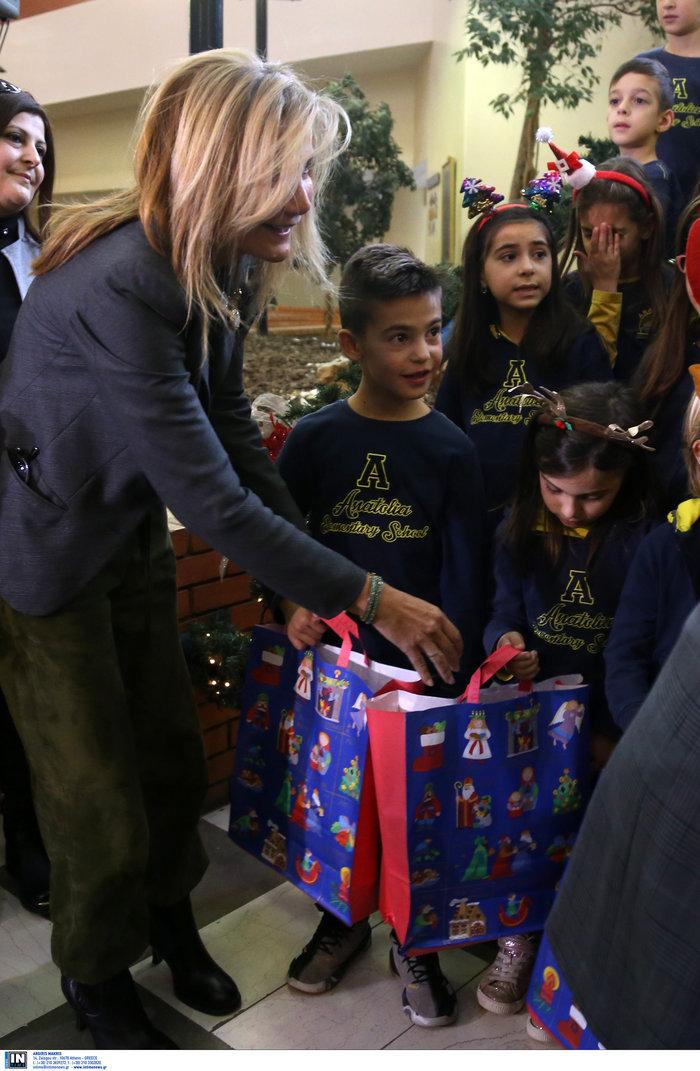 Μαρέβα Μητσοτάκη: Επίσκεψη με δώρα και χαμόγελα στο νοσοκομείο Παπαγεωργίου - εικόνα 5
