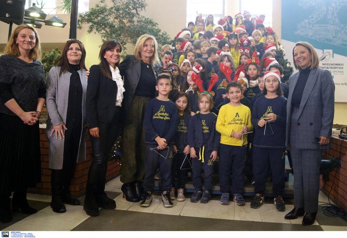 Μαρέβα Μητσοτάκη: Επίσκεψη με δώρα και χαμόγελα στο νοσοκομείο Παπαγεωργίου - εικόνα 6