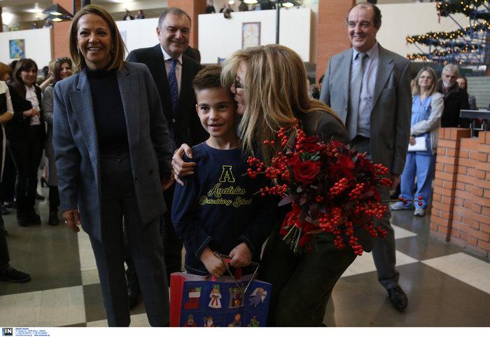 Μαρέβα Μητσοτάκη: Επίσκεψη με δώρα και χαμόγελα στο νοσοκομείο Παπαγεωργίου - εικόνα 8