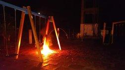 Ηλεία: Εβαλαν φωτιά σε παιδική χαρά στην Μυρσίνη [εικόνες]