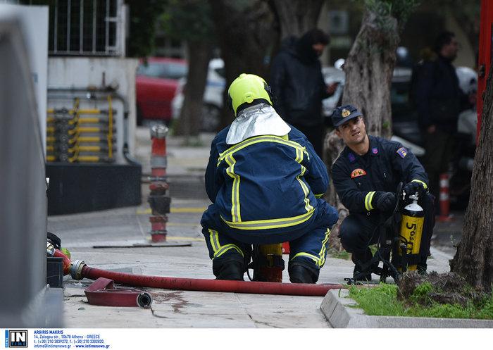 Φωτιά στη Συγγρού: Διασωληνώθηκε 24χρονη, απεγκλωβίστηκαν 20 - εικόνα 4