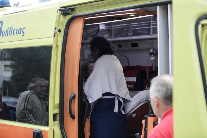 Φωτιά στη Συγγρού: Διασωληνώθηκε 24χρονη, απεγκλωβίστηκαν 20 - εικόνα 5