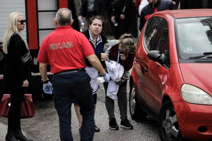 Φωτιά στη Συγγρού: Διασωληνώθηκε 24χρονη, απεγκλωβίστηκαν 20 - εικόνα 6