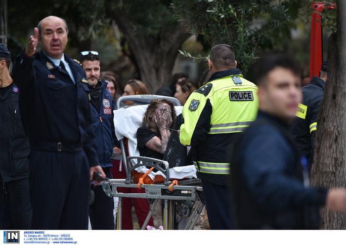 Φωτιά στη Συγγρού: Διασωληνώθηκε 24χρονη, απεγκλωβίστηκαν 20 - εικόνα 7