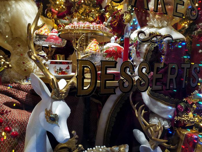 Το πιο φαντασμαγορικά στολισμένο μαγαζί στην Αθήνα - εικόνα 9