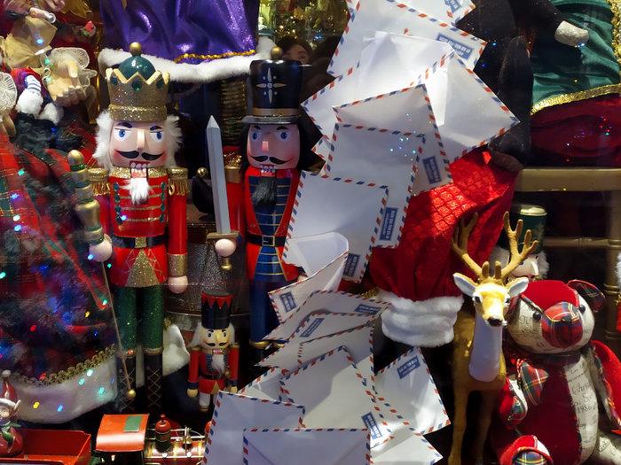 Ο δρόμος του Ψυρρή που μοιάζει να βγήκε από χριστουγεννιάτικο παραμύθι - εικόνα 2