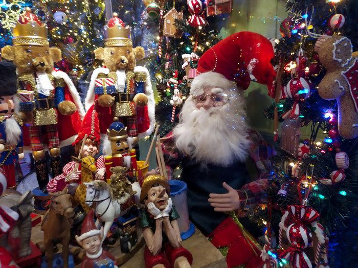 Ο δρόμος του Ψυρρή που μοιάζει να βγήκε από χριστουγεννιάτικο παραμύθι - εικόνα 4