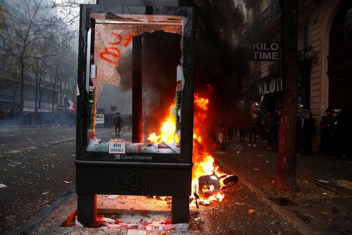 Παρίσι: Τραυματίστηκε φωτορεπόρτερ στη διάρκεια συγκρούσεων - εικόνα 4